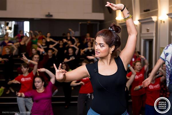 Danza desde Casa  Bollywood y Hula