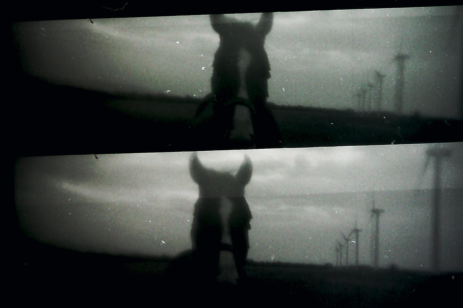 <p><em>No con una explosión</em>, obra en video de Laureana Toledo en Sala10</p>
