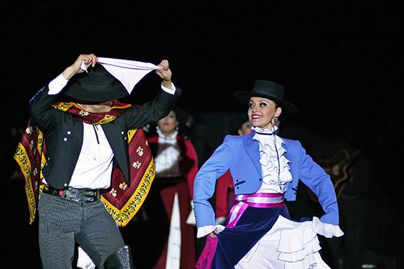 <p>Danza desde Casa. Cueca Chilena y Folklore Mexicano</p>
